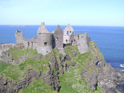 Dunluce Castle i Nord-Irland er hjemmet til House of Greyjoy, herskeren av Iron Islands. Foto: Wikipedia Commons